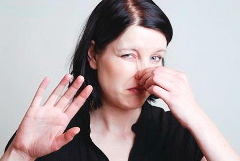 Acidul acetic miroase puternic