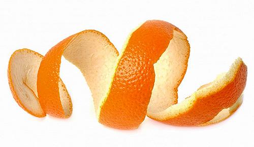تقشير البرتقال الطازج فعالة أيضا كعامل اخفاء الخلد.