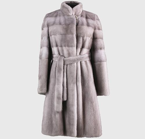 يجب على كل مالك من معطف المنك أن يعرف كيف يحميها من العث.