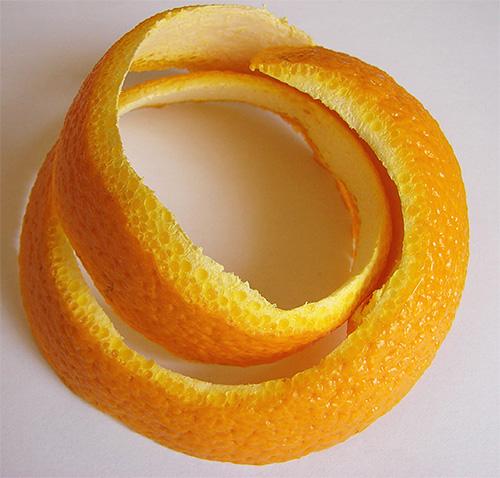 قشور برتقالية - علاج شعبي أثبتت فاعليته في الفراشات في المطبخ ، طالما أنها طازجة