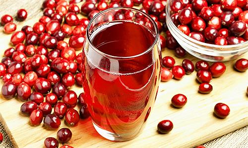 น้ำผลไม้แครนเบอร์รี่ของกรดสามารถทำให้สิ่งที่แนบมากับเส้นผมลดลงได้