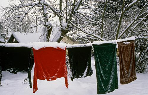 ถ้าคุณแขวนเสื้อผ้าไว้ในที่เย็นผ้าเช็ดตัวในผ้าก็จะตายอย่างรวดเร็ว