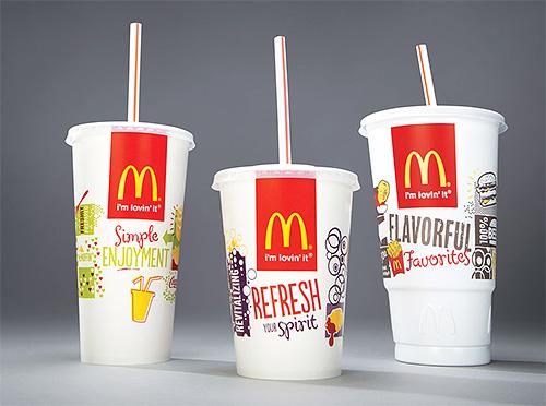 لجعل فخ الشوائب بيديك ، تحتاج إلى كأسين من ماكدونالدز بأحجام مختلفة.