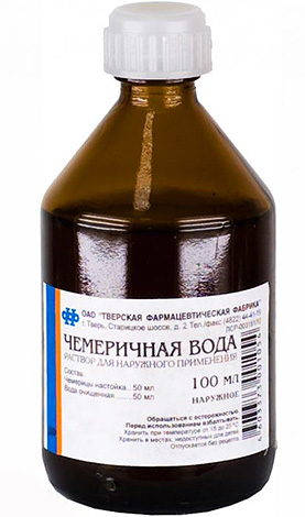 Chemerichnaya water is effective for the destruction of lice, but quite toxic when it enters the stomach.