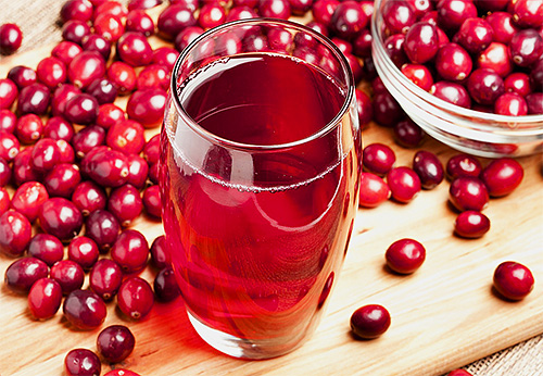 Cranberry juice is a natural folk remedy for lice and nits in the hair.