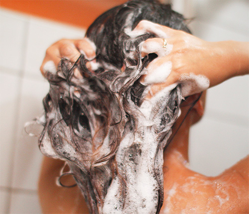 After the lice shampoo has been kept on the hair for the necessary time, it should be thoroughly washed off.