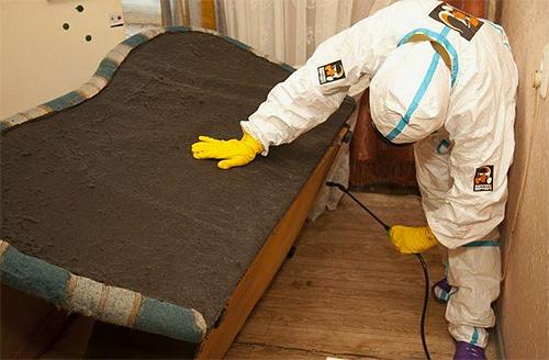 عادة ما يستخدم المشتغون في أعمال المركزات للتخفيف والرش على شكل رذاذ