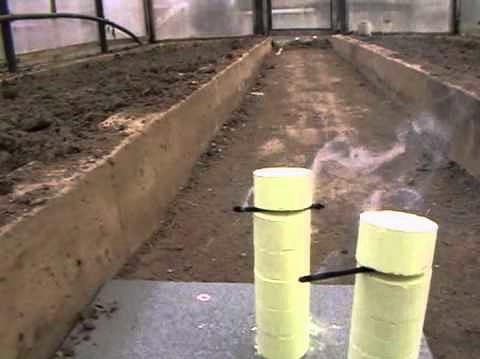 يمكن استخدام قنابل الدخان بنجاح في مكافحة الحشرات على مساحة كبيرة.