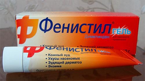 피 스 실 (Fenistil) 겔의 도움으로 피 흡혈 곤충의 가려움증을 줄일 수 있습니다.