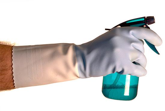 모든 살충제에 대한 작업은 개인 보호 장비를 사용하여 수행해야합니다.