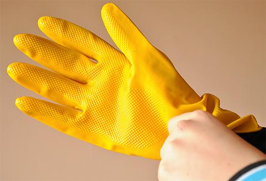 Όταν εργάζεστε με το εργαλείο πρέπει να χρησιμοποιείτε τυποποιημένο εξοπλισμό ατομικής προστασίας.