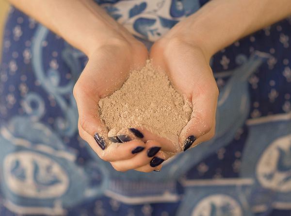 ميزة هامة للمخدر Ekiniller المخدرات هو أنه غير سامة ولا يخلق رائحة كريهة في غرفة المعالجة.