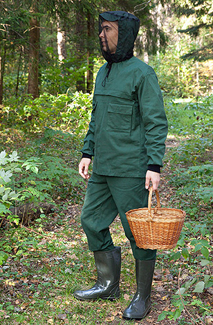 To reliably protect yourself from tick bites in the forest, it is advisable to wear special protective clothing.