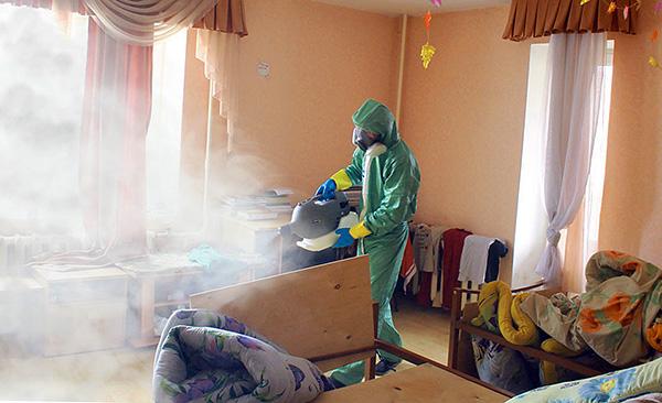 Behandeling van de lokalen door de desinfectiedienst (de zogenaamde koude mist wordt gebruikt).