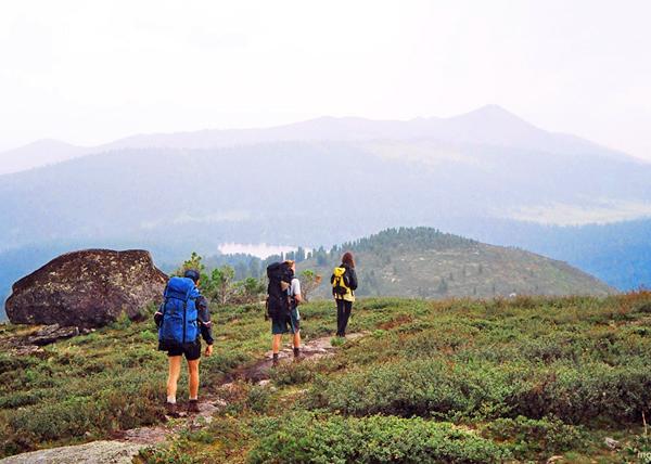 على بعض مسارات المشي لمسافات طويلة تقع أقرب المستوطنة على بعد مئات الكيلومترات من السياح ...
